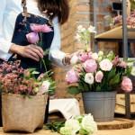 business-owner-flower-shop_1421-2051